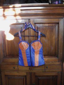 bustier en cuir agneau bleu et orange type colombine. Baleine en cuivre. Taille 40-42, bonnet 90B